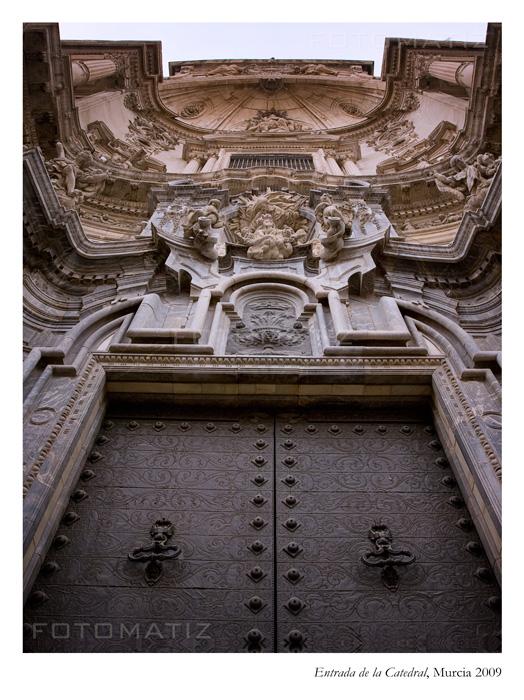 Puerta de entrada a la catedral de Murcia