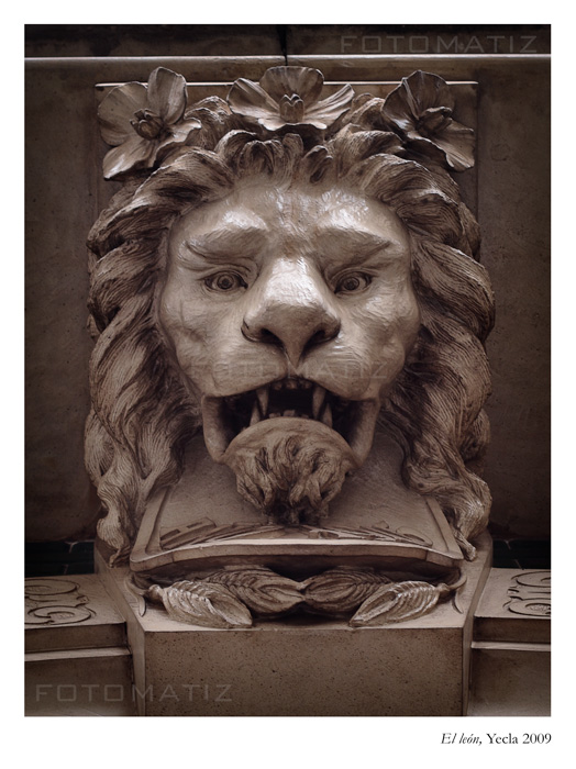 El Leon, escultura en Yecla