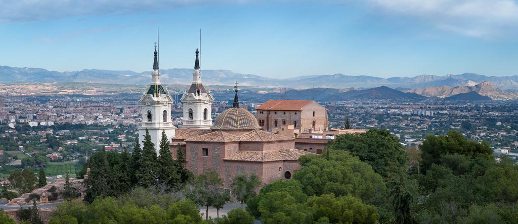 Fotografía del Santuario de la Fuensanta y al fondo la Ciudad de Murcia